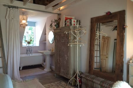 Charming vaulted ensuite double room in townhouse - Lewes