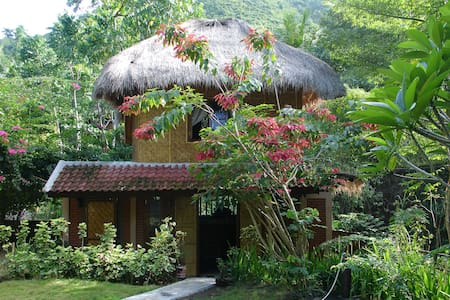 bale damai - traditional sasak house - jejer - Bungalow