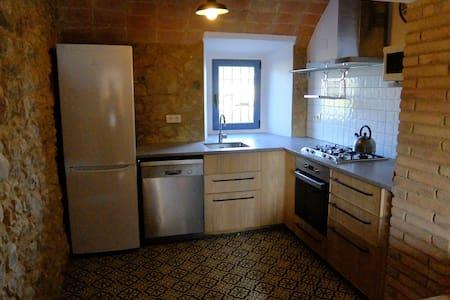 Casa reformada con gran capacidad - Corçà - Casa