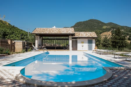 Ampio appartamento in villa con parco e piscina - Hus