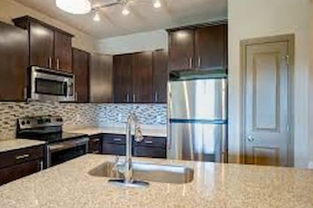 ACL Ready 1 bedroom in N. Austin with Kitchen/Pool - Apartamento
