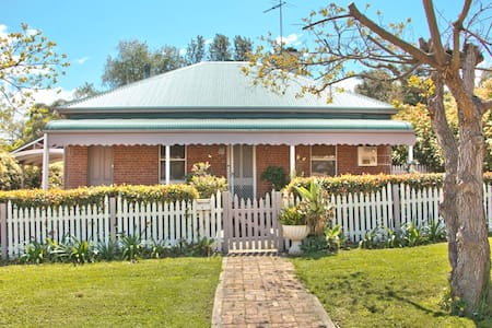 Quaint Heritage Cottage Close to Town Centre - Muswellbrook - Hus