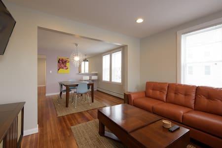 Mid-Century, 2 bedrooms - New Bedford - Pis