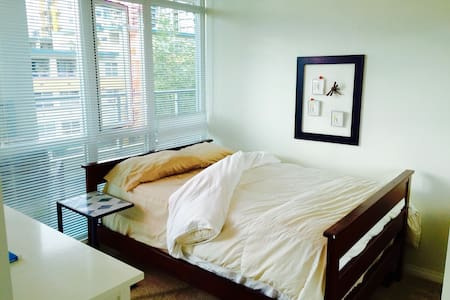 Executive Condo/ Exclusive Private Room/ BEST VIEW - North Vancouver - Lejlighedskompleks