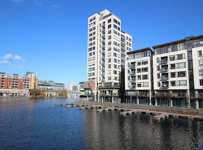 11th Floor Luxury Apt overlooking Grand Canal Dock - Ballsbridge - Apartment