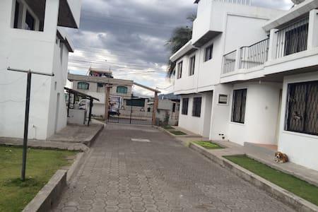 CASA PARA HUÉSPEDES FAMILIA NARVAEZ - Sangolquí