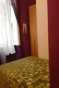 Stanza singola con letto 1/2 mezzo - Roma - Apartment