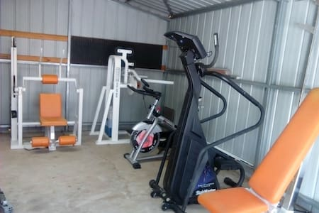 Large Room, Gym and  Pets welcome. - Haus