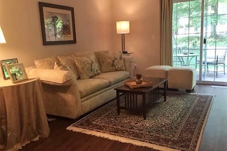 Comfy Bedroom, clean & bright - Kalamazoo - Casa adossada