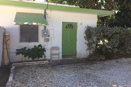 Beautiful Islamorada 1/1  close to boat ramp beach - Islamorada - House
