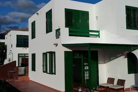 Quiet Duplex in Playa Blanca - Casa