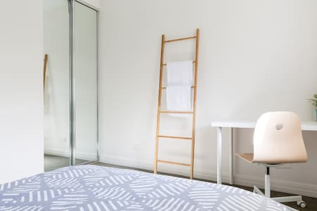 Light-filled Double Bedroom SY - Huoneisto
