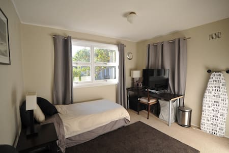 Beautiful Studio Room with Ensuite - Roseville - House