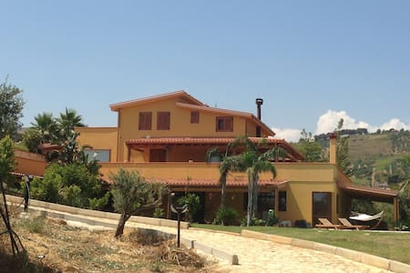 Splendida villa con incantevole panorama - Villa