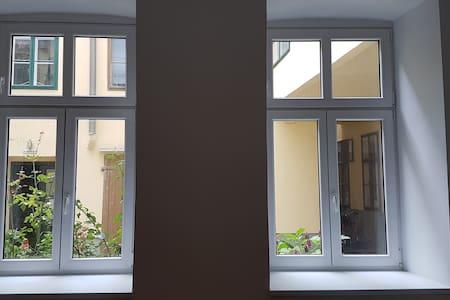 Street Level Quiet Apartment in Vienna  Mariahilfe - Wien