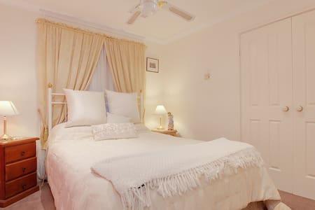 OCEAN EDGE B&B Pet & Child Friendly - Bed & Breakfast