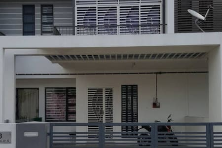 Guesthouse in Kuantan City 4 Bedrooms House - Guesthouse