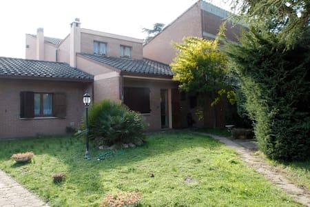 Ampia villa Bifamiliare centrale - Villa