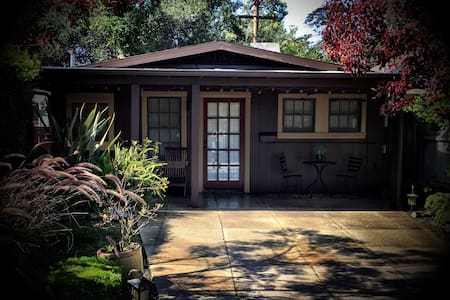 The Orignal Tiny Craftsman Bungalow House - Ház