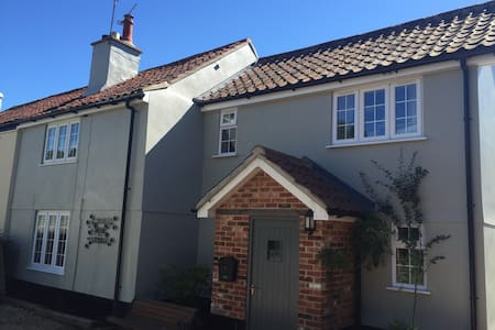 King size ensuite room in cottage - Ipswich - Rumah
