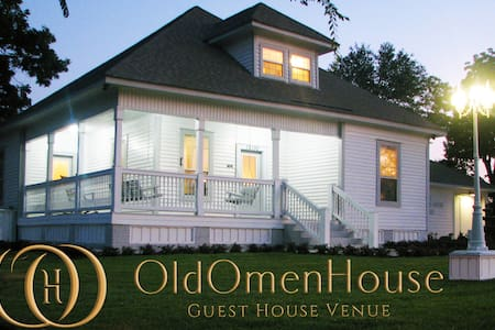 The Old Omen House - Rustic BNB - Tyler - Casa