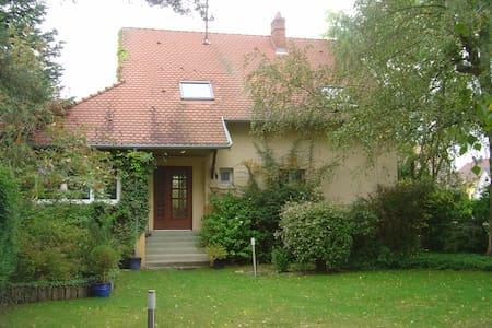 Maison  et grand jardin, proche cv - Haguenau - Dům