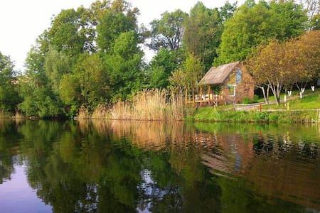 Коттедж у парка у воды за городом - Khalep'ya
