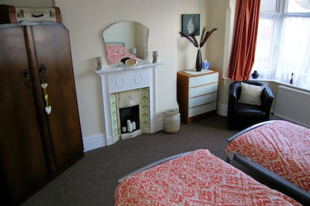 Spacious twin room close to Nottingham City Centre - Nottingham - House