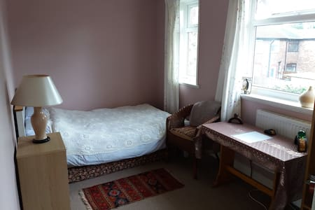 Light, comfortable double room - Manchester - Bed & Breakfast