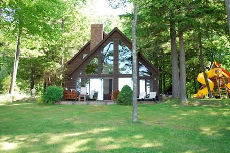 Beautiful lakefront home on Glen Lake - Empire - Huis