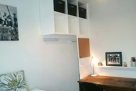 Cosy Double Room Pets Allowed - Frampton Cotterell - House