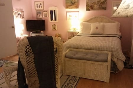 Wesleyan Hills, Middletown CT - Middletown - Bed & Breakfast