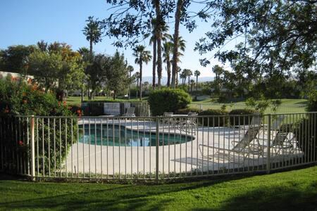 Desert Princess Resort - 2 Bedroom -next to pool - Cathedral City - Condomínio