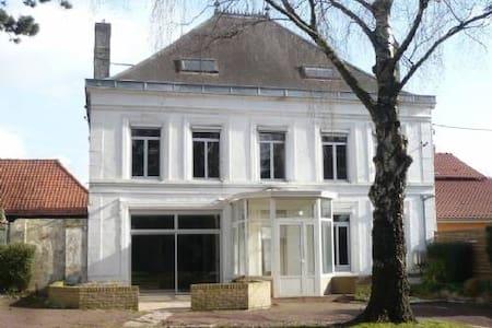 Chambre privée avec lavabo proche de Lens et Lille - Rumah