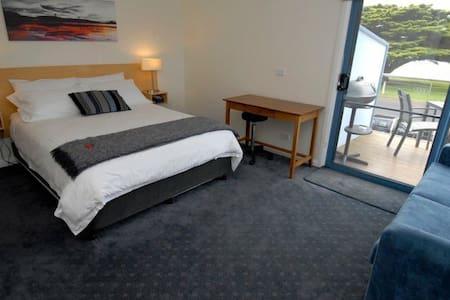 Queen Suite - beautiful sea views! - Hus