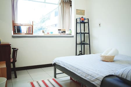 Taipei MRT 1 min, great location, Pokemon hot stop - 松山區 - Apartment