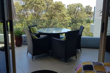Light-filled modern apartment close to Sydney cbd. - Chiswick - Wohnung