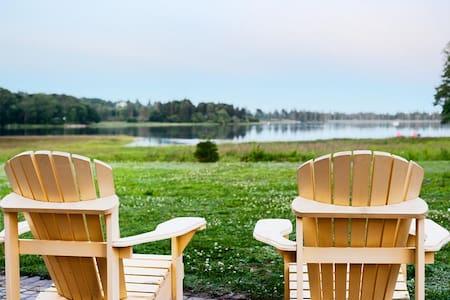 Petite Villa Guest Cottage and boathouse - Kisház