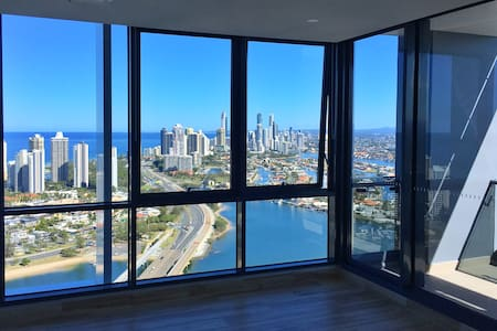 OCEAN VIEW New Modern by Main Beach - Southport - Lejlighed