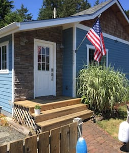 Remodeled, Adorable Beach Cottage - Warrenton - House