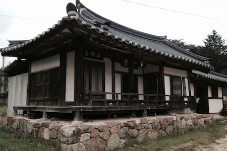Living at Korean Traditional House - Rumah