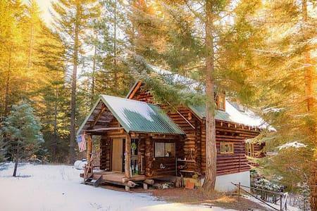 Domerie Creek Homestead In Forest Setting - Blockhütte