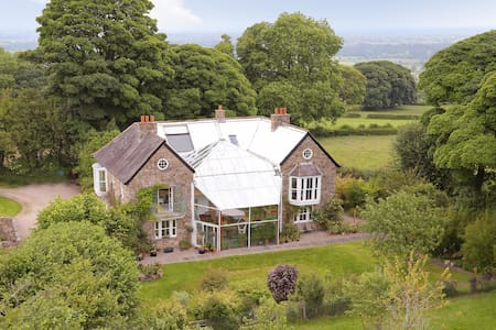 Room in a country house on a hill - Selattyn - House