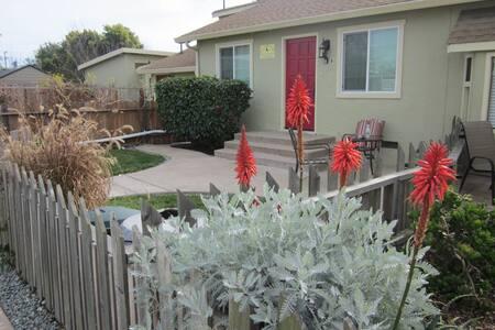 1 Bdr Pleasure Point Cottage Dog OK - Santa Cruz - Bungalow