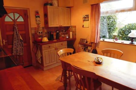 Room in country hideaway home - Hus