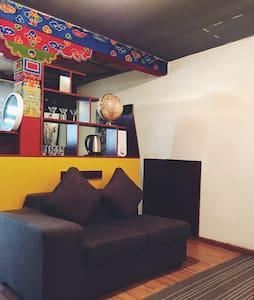 超级家庭大床房 - Lhasa - Huis