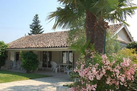 2 bedroom bungalow with pool, rural - Sainte-Colombe - Bungalow