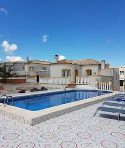 Villa near Alicante with swimming pool - Villa