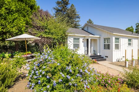 Napa Valley Vineyard Cottage - Chatka