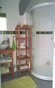 Jolie chambre type studio avec sdb et wc. - Saint-Félix-de-Lodez - House